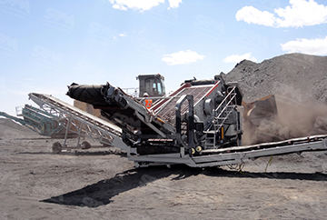 Mobile crushing plant at production site